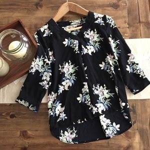 41 Hawthorn Stitch Fix Black Floral Blouse Top
